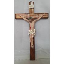 Crucifixo De Parede Em Madeira E Resina Tamanho 47 X 26 Cm