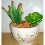 Floreira Com Arranjo De Flores Artificia Leguminosa E Cactus