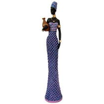 Africana Com Vestido Trançado Grande Vaso Na Mão.