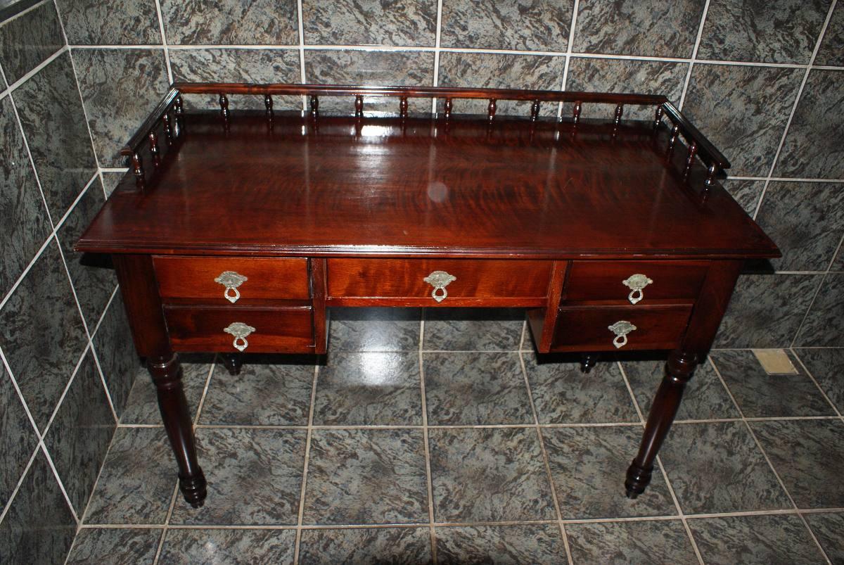 Escrivaninha Em Madeira Lei Móvel Antigo R$ 1.500 00 no  #B0380F 1200x803