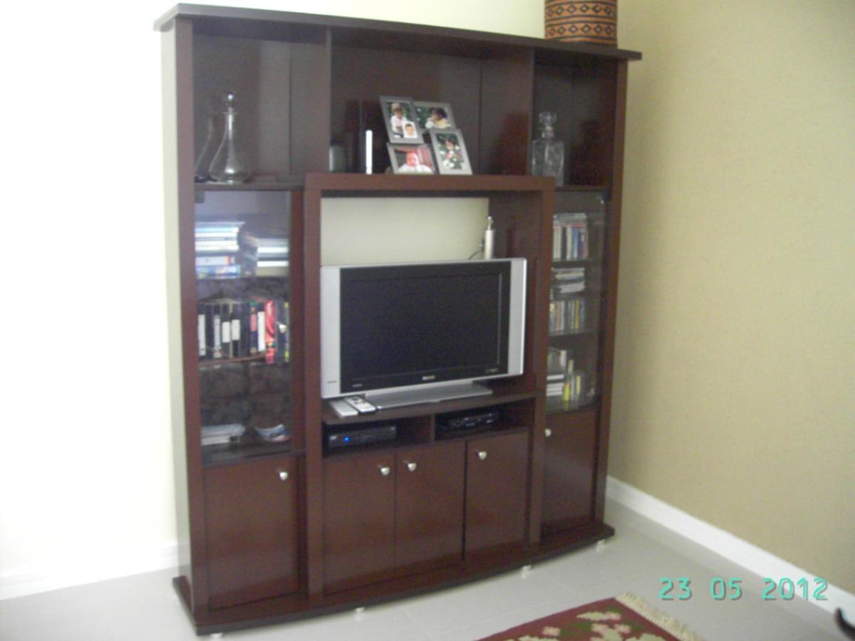 Estante de madeira envernizada para sala estar som v deo for Sala de estar de madera