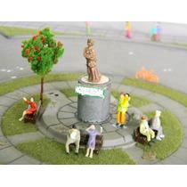 Kit Praça 12 Peças Bancos+ Figuras+ Estátua+ Arvore Ho 1:87