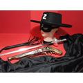 Fantasia Com Capa Zorro Chicote Mascara Chapeu Espada E Arma