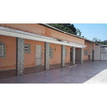 Bela Casa Localizada Em Locail De Mini Chácaras