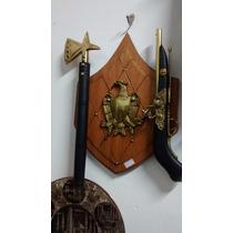 Escudo Com Pistola Machado Aguia Decoraçao