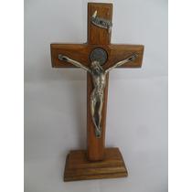 Crucifixo De Pousar Madeira E Imagem De Jesus Em Metal