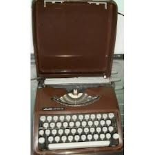 Maquina De Escrever Olivetti Lettera 82