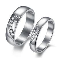 Elegante Par De Anéis De Aço De Titânio Com Cristal