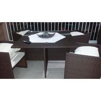 Mesa Com 4 Cadeiras Em Fibra Sintética