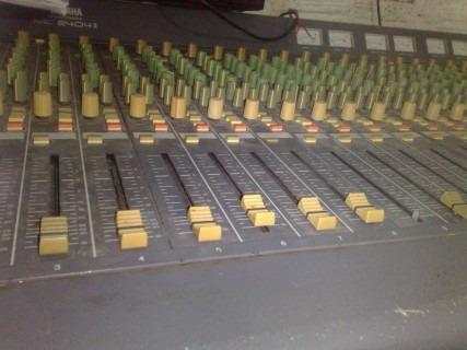 Mesa Yamaha 24 Canais Vitage Mc-2404 Ll(ñ Behringer,phonic)