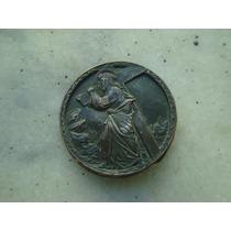 Medalha Jesus Cristo Segurando A Cruz, Bronze - 55mm - Fotos