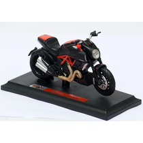 Miniatura Moto Ducati Diavel Preta 1/18