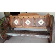 Banco De Madeira Com Rodas De Carroção E Ladrilhos