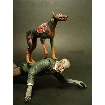 Resident Evil: Boneco Zumbi Com Cão Cerberus Neca - Lacrado