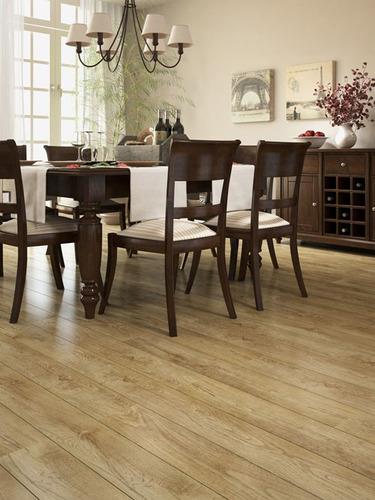 Piso laminado floorest instalado novo sistema uniclik r for Piso laminado instalado