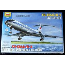 Avião Comercial Soviético Tupolev Tu-134 - Kit 1/144 Zvezda