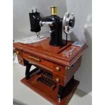 Linda !!!!! Miniatura Maquina Costura Movimento & 6 Melodias