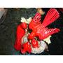Pássaro Vermelho Casal Com Filhotes Em Porcelana.