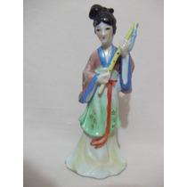 B. Antigo - Estatueta De Gueixa Em Porcelana Japonesa