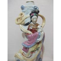 B. Antigo - Estatueta De Gueixa Com Coelho Em Porcelana