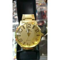 Relógio Quiksilver Dourado Fundo Branco