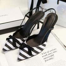 Sapato Listrado Bico Fino Chanel Desrolan