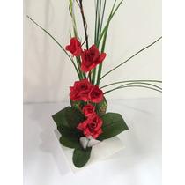 Arranjo De Rosas Vermelhas Artificiais Com Vaso De Madeira