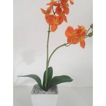 Arranjo De Orquídea Artificial Laranja, Fundo Em Porcelana