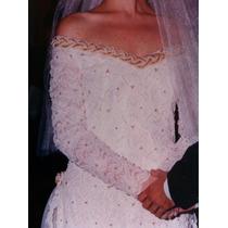 Vestido De Noiva Com Aplicação De Pérolas E Bordado A Mão