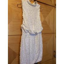Vestido De Paetê Branco Com Gola Alta E Aberto Mas Costas