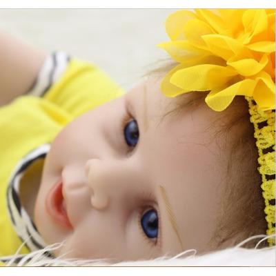 boneca amarela