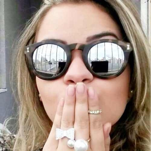 4bd1078d089b3 Comprar Óculos De Sol Feminino Illesteva Espelhado - Varias Cores - Apenas R   69,00 - Aprender Para Vencer