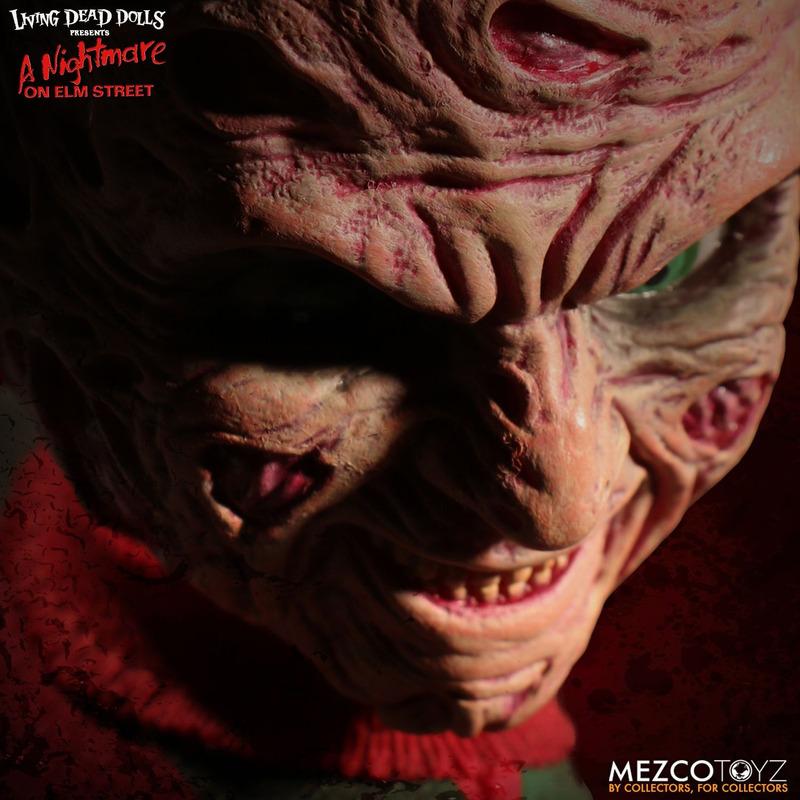 Boneco Freddy Krueger Living Dead Dolls - Mezco - 25,5 Cm