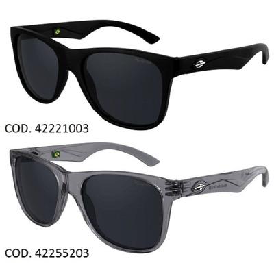 1f60198e38f59 Oculos de sol modelo Lances, que promete conquistar o público mais  descolado com seu design wayfarer, um verdadeiro ícone de estilo entre os  solares.