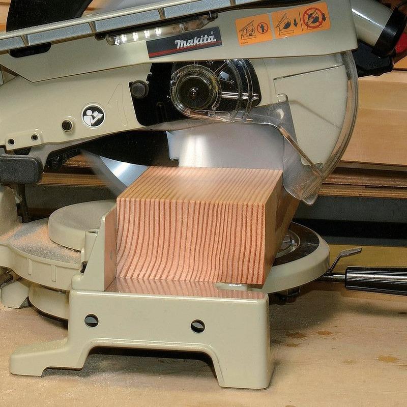 Serra de Esquadria para Bancadas 260mm 1.650 Watts - LH1040 - Makita
