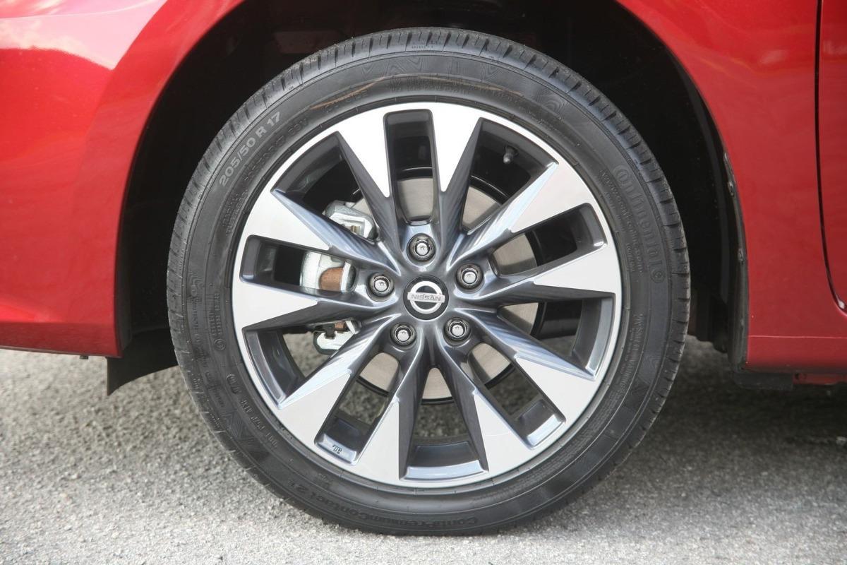 Roda Nissan Sentra  Original + Pneu Continental 205/50r17 Leia O Anuncio