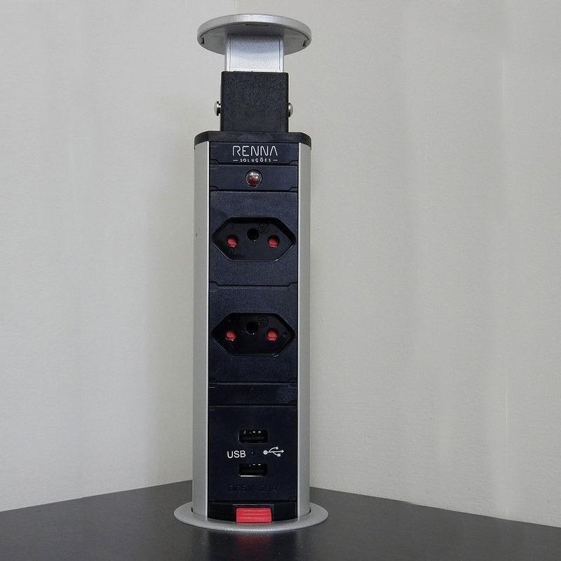 Kit com 2 Torres de Tomada MULTIPLUG 2 tomadas + 2 USB Sistema Click - Renna Soluções